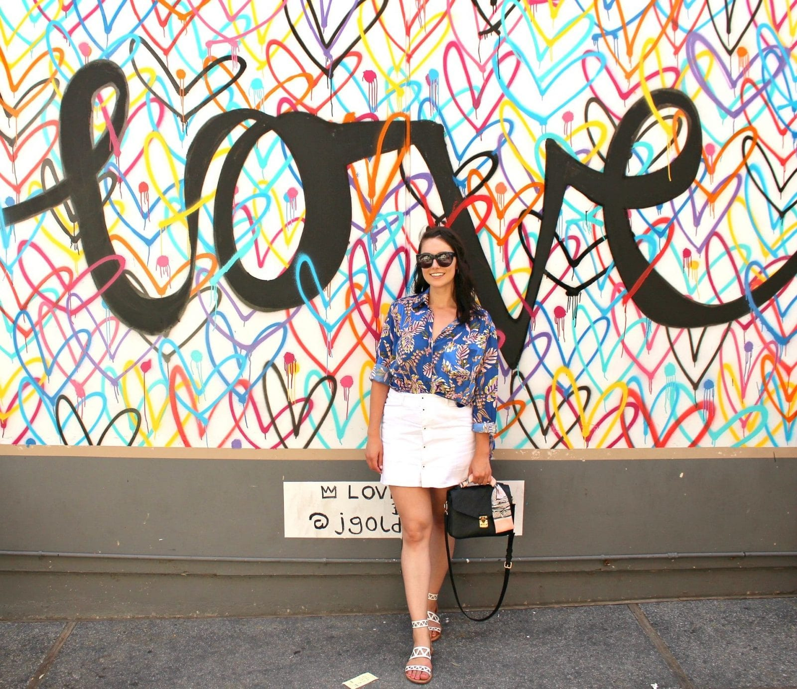 Sharing my thoughts on what it is bloggers do, with a full body shot.